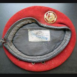 Béret rouge des commandos parachutistes RPIMA année 1981 avec insigne  T. 56 (C208)