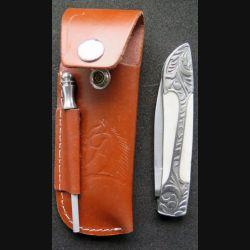 Couteau manche en os et métal ciselé et lame en acier inoxydable avec étui et aiguiseur