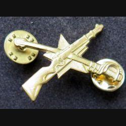insigne métallique de col d'officier des pays de l'Est