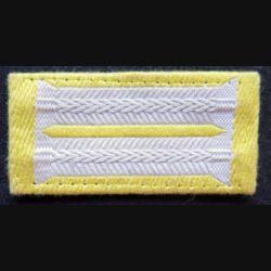 galon de col allemand sur fond jaune copie