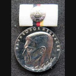 ALLEMAGNE DDR : médaille argentée du Dr. Theodore Neubauer