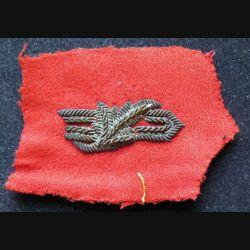 vieil insigne tissu de col sur tissu rouge de commissaire en  cannetille