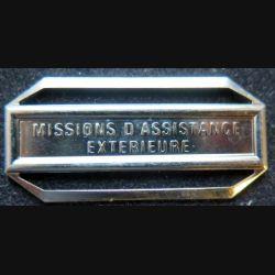 """Barrette """" MISSIONS D'ASSISTANCE EXTÉRIEURE """" en métal argenté"""