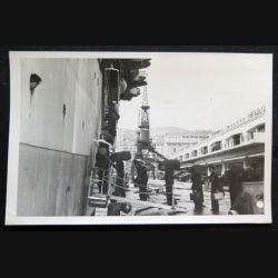 Photo argentique 18 x 11,5 cm sur la guerre d'Algérie embarquement de soldats sur bateau