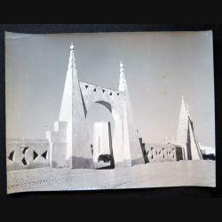 Photo argentique 18 x 24 cm sur la guerre d'Algérie camions de transport dans le Sahara algérien 1957