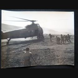 Photo argentique 18 x 24 cm sur la guerre d'Algérie sikorsky et commandos 1958