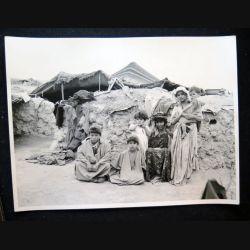 Photo argentique 18 x 24 cm sur la guerre d'Algérie famille de nomades 1958