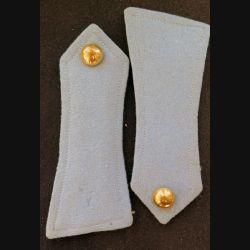 Paire d'épaulettes gris clair biseautées avec bouton