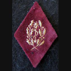 LOSANGE DE BRAS MODÈLE 45 :  sous-officier du Service de santé des armées sur velours amarante
