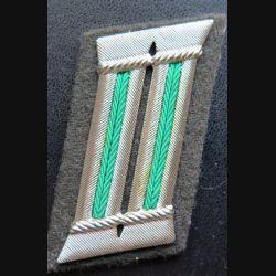 Patte de col d'officier d'infanterie allemand sur fond vert en cannetille argent n° 309