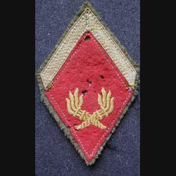 LOSANGE DE BRAS MODÈLE 45 : sergent (ADL) du service des essences SEA flambeaux bas sur tissu kaki
