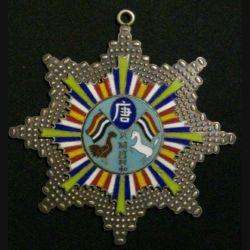 CHINE : médaille militaire chinoise  inconnue (Copie sur métal en émail)