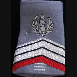 FOURREAU COMMISSARIAT : Fourreau de caporal-chef engagé du commissariat avec trois barres d'ancienneté sur fond gris clair