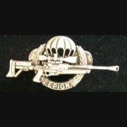 EPIGN : insigne métallique de brevet de tireur d'élite de l'escadron parachutiste d'intervention de la Gendarmerie nationale EPIGN de fabrication Boussemart 2002 modèle argent sans fond bleu