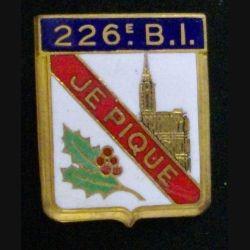 226° BI : insigne métallique du 226° bataillon d'infanterie de fabrication Drago en émail dos guilloché