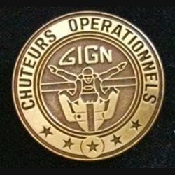 GIGN : insigne métallique du brevet des chuteurs opérationnels du groupe d'intervention de la gendarmerie nationale GIGN de fabrication JMM INSIGNES modèle tout métal bronze