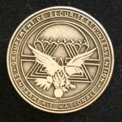 GSIGN : insigne de brevet du Groupement de Sécurité et d'intervention de la Gendarmerie Nationale de fabrication Y. Boussemart 1992 modèle tout métal vieil argent