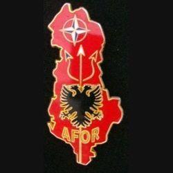 AFOR : Insigne métallique de l'AFOR (Albania Force) de l'opération Trident en Albanie de fabrication Arthus Bertrand grenu doré
