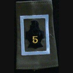 FOURREAU COMBAT : insigne tissu de fourreau de combat de la compagnie d'instruction bleu clair du 5° régiment du génie  cuirasse avec chiffre