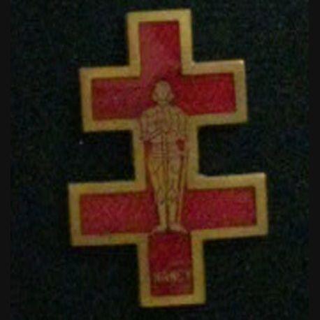 INSIGNE RELIGIEUX : Insigne du pèlerinage de Nancy à Notre Dame de Lourdes en émail de fabrication Planchot et sans attache