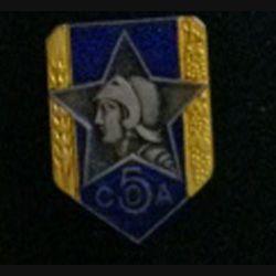 5° COA : insigne de la 5° section des commis ouvriers d'administration de fabrication Drago rue Béranger en émail