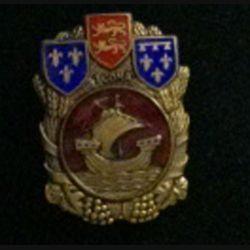 1° COMA : insigne de la 1° section des commis ouvriers militaires d'administration de fabrication Drago rue Béranger H. 580 en émail
