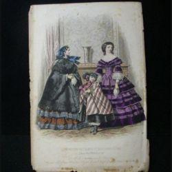 MODE : Le Moniteur des dames et des demoiselles : gravure couleur de Jules David présente deux femmes et un enfant en robe mode d'Alexandrine