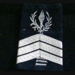 FOURREAU COMMISSARIAT : Fourreau de sergent-chef du commissariat avec trois barres d'ancienneté sur fond noir