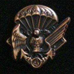 17° RGP 4° CIE KOSOVO : insigne de la 4° compagnie du 17° régiment du génie parachutiste au Kosovo en 2002 tout en bronze massif boléro allongé