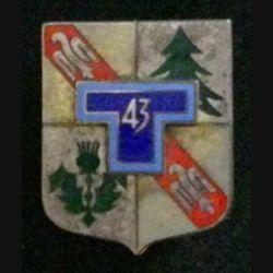 43° RT : insigne du 43° régiment de transmissions de fabrication Drago G. 2115 (erreur de numéro) en émail dos ondulé argenté