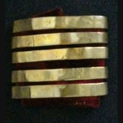 Galon métallique d'épaule de médecin colonel en métal épais avec tissus de velours rouge de dimension 4,8 cm par 6 cm