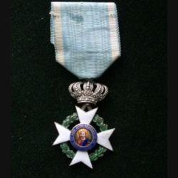 GRECE : croix de chevalier en argent de l'Ordre Royal Rédempteur 1833 - 1863 avec éclats d'émail surfaciques et couronne soudée