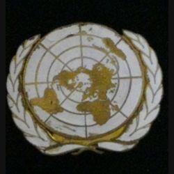 INSIGNE DE BÉRET DE L'ONU : insigne de béret de l'Organisation des Nations Unies en émail avec éclat d'émail en haut de l'insigne