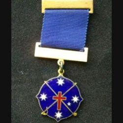 AUSTRALIE : médaille religieuse australienne en émail bleu et ruban bleu de dimension 3,7 cm x 9 cm