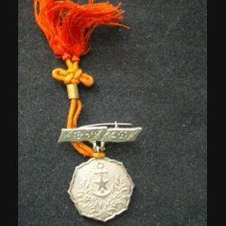 JAPON : une médaille de la seconde guerre mondiale de dimension 2 cm de diamètre environ en métal argenté