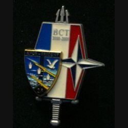 28° RT : insigne du bataillon de commandement et de transmissions (BCT) du 28° régiment de transmissions à la Kosovo Force (KFOR) en 2000-2001  numéroté n° 651
