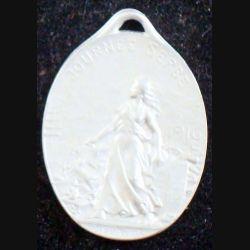 JOURNEE 1914 - 1918  :  médaille en métal embouti argenté de la journée serbe