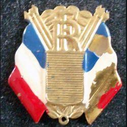 JOURNEE 1939 - 1945  :  breloque en métal embouti de la libération peinte avec éclats