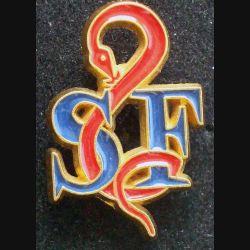 Pin's santé : pin's SF de hauteur 2,6 cm de couleur rouge et bleue