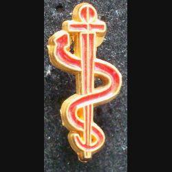 Pin's santé : pin's représentant un serpent enroulé sur une épée  hauteur 2,1cm de couleur rouge