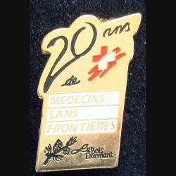 Pin's santé : pin's des 20 ans de l'association Médecins sans frontières de hauteur 3cm