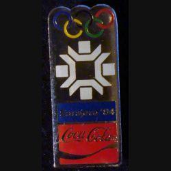 Pin's Coca Cola : pin's publicitaire de Coca Cola des jeux olympiques d'hiver de Sarajevo en 1984