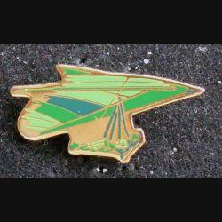Pin's parachute : pin's représentant une aile delta de parachute