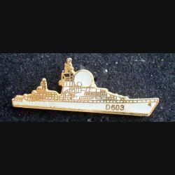 Pin's militaire : pin's représentant la frégate Duquesne D 603