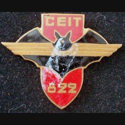 CEIT 822  de fabrication Drago Paris en émail (avec petit faut) et épingle coupée aux extrêmités