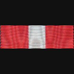 ITALIE : Ce ruban de l'ordre de la couronne italienne a une longueur de 14 cm et une largeur de 2,7 cm