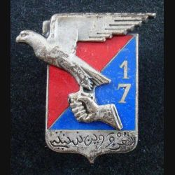 17° RA : insigne métallique du 17° régiment d'artillerie de fabrication Drago en émail