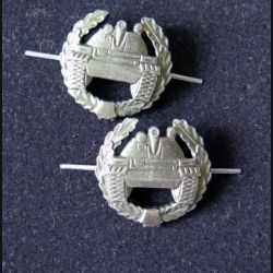 RUSSIE : insigne métallique de col des troupes blindées de diamètre 2,3 cm vendus par paire