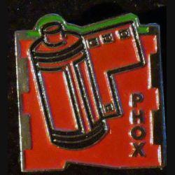 PIN'S PHOX : pellicule photo rouge de hauteur 1,9 cm