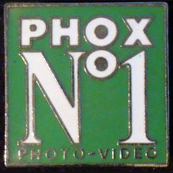PIN'S PHOX : Phox n°1 Photo Vidéo sur fond vert de hauteur 2 cm